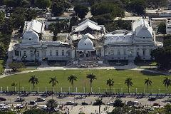 Haitian_national_palace_destroyed_earthquake_2010_small