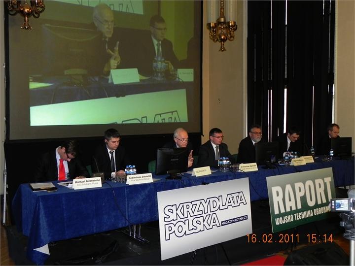 Komitet-prowadzacy-konferencje-Lotnisko2011.JPG
