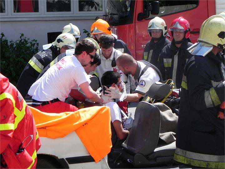 10-TWC-2011-TETRA-Forum-Hungary-Live-Demonstration-Rescue-Paramedics