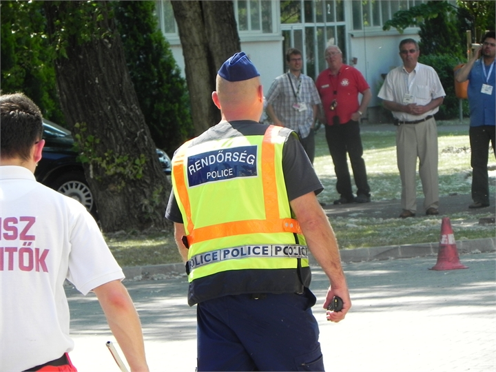 11-Police-hungarian-securing-area