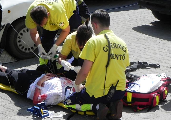 12-TWC-2011-TETRA-Forum-Hungary-Live-Demonstration-Rescue-Ambulans