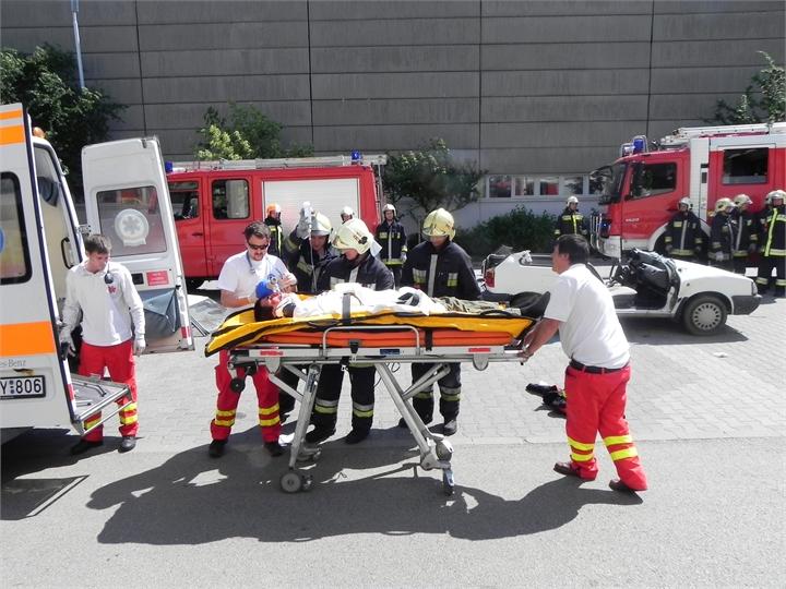 17-TWC-2011-TETRA-Forum-Hungary-Live-Demonstration-Rescue-Ambulans