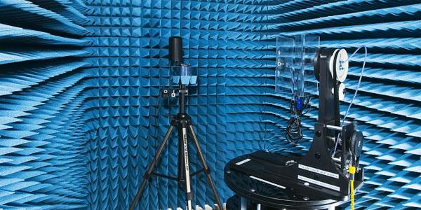 2j-Antena-TETRA-w-trakcie-badan-w-komorze-bezodbiciowej.jpg