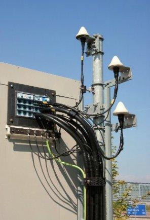 Odbiorniki GPS na stacjach bazowych TETRA wykorzystywane są jako wzorzec synchronizacji sieci