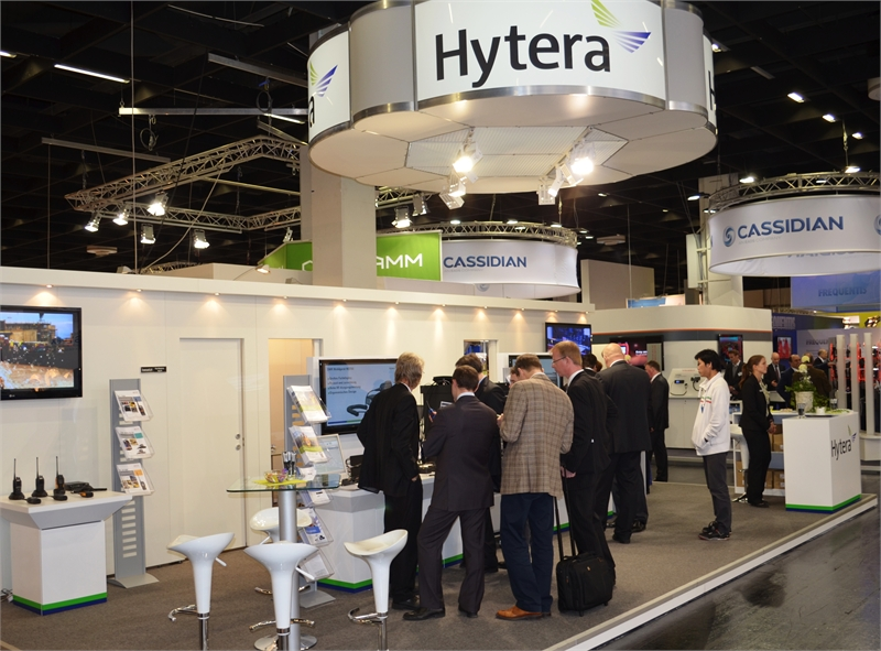 04-Hytera-PMR-stand