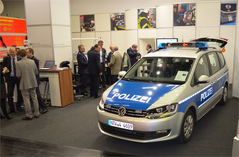 15-German-MoI-stand-police-car