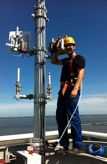 ATS-Elektronik-GmbH-engineer-during-Damm-TetraFlex-base-station-installation.jpg