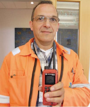 Gassco-ITC-specialist-Frank-Tabbert-with-Motorola-850Ex-TETRA-Handheld.jpg