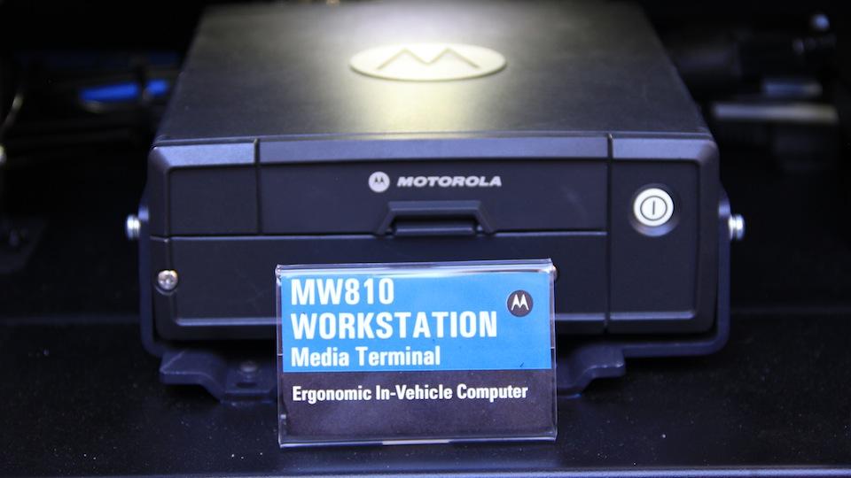 06-Motorola-komputer-w-radiowozie-MW810-Workstation-Media-Terminal.jpg