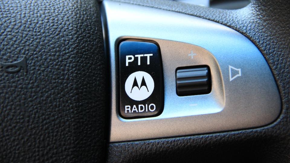 08-Przycisk-PTT-Motorola-w-kole-kierownicy.jpg