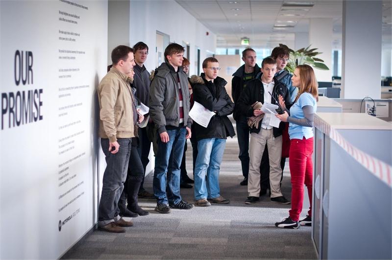 Wycieczka po Centrum, podczas której można było zobaczyć warunki pracy w Centrum Oprogramowania Motorola Solutions w Krakowie
