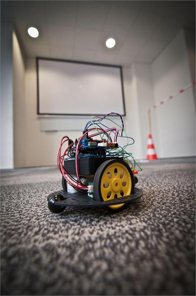 Robot w centrum uwagi