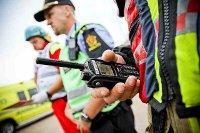 Funkcjonariusze-norweskich-sluzb-z-radiotelefonem-TETRA-MTP850-small.jpg