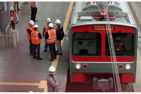 Lima-electric-trains-Peru-small.jpg
