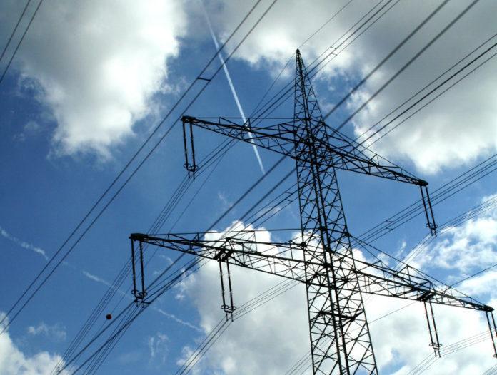 Słup energetyczny wysokiego napięcia źródło http://sxc.hu/