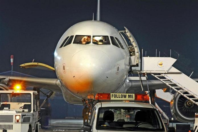 samolot-na-plycie-lotniska-lodz.jpg