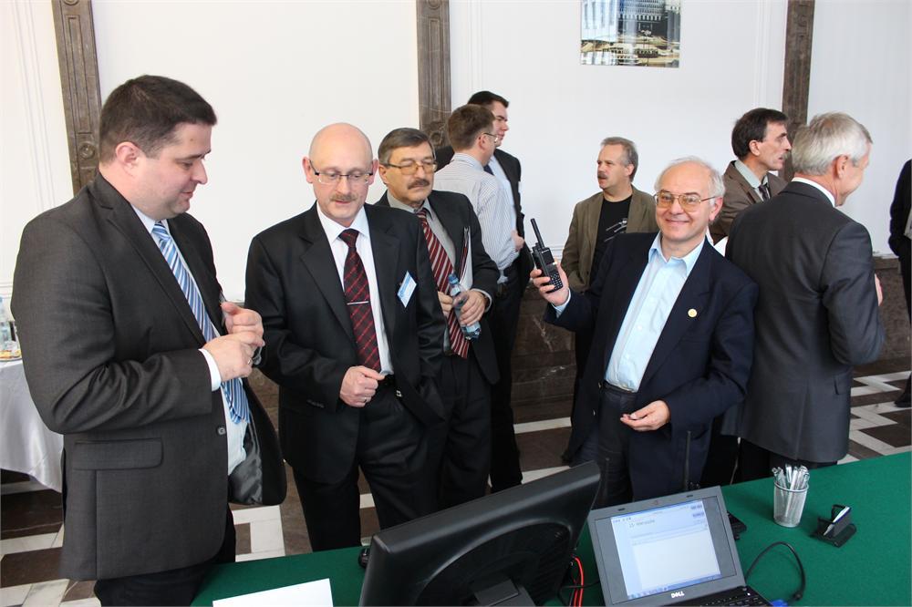 Nowy radiotelefon Motorola MOTOTRBO w rękach Mieczysława Starkowskiego