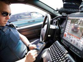 Funkcjonariusze wciąż będą korzystać z dwóch urządzeń do łączności