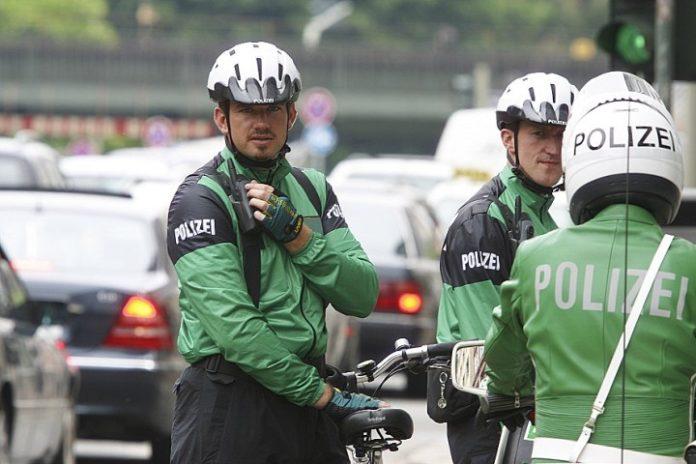Niemieccy policjanci na rowerach