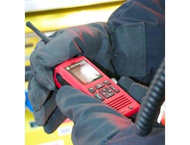 Motorola MTP850Ex w rękach strażaka