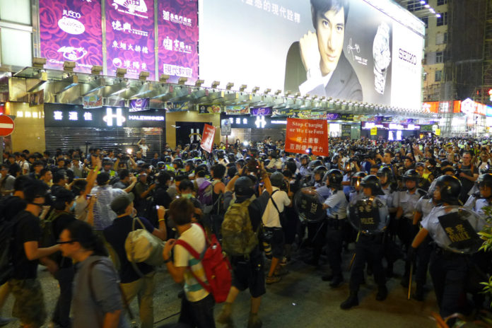 Protestujący na ulicy Nathan