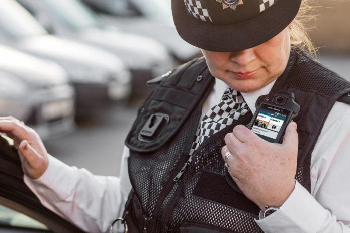 Motorola-Solutions-kamera-na-cialo-dla-policjanta-www