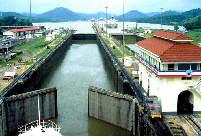 Jedna ze śluz na Kanale Panamskim
