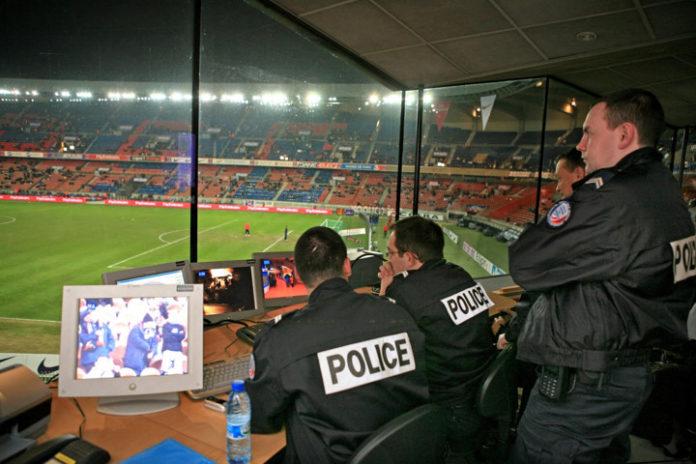 Funkcjonariusze policji podczas meczu Euro 2016