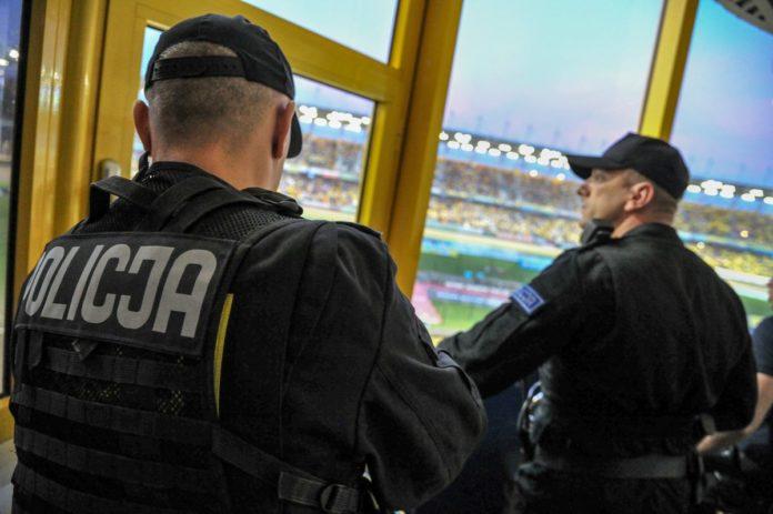 Polska-Policja-stadion-funkcjonariusze