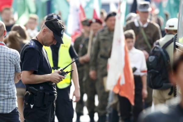 policjant-radiotelefony-zabezpieczenie-demonstracji