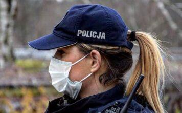 Policjantka z radiotelefonem TETRA Motorola