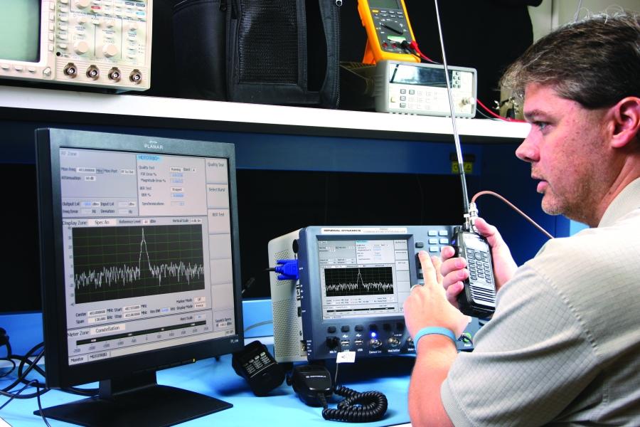 badanie-mototrbo-testerem-radiokomunikacyjnym-R8000.jpg